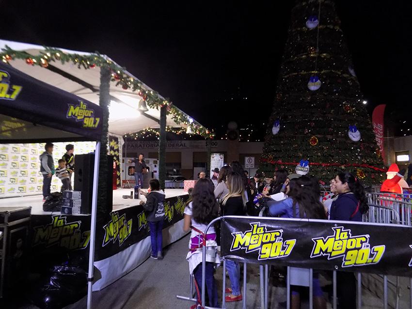 Gran encendido de árbol con Joss Favela en Plaza Gran Florido